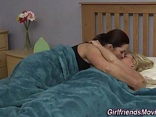 MILF kissing girlhood pussy